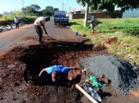 Você sabe o que fazer quando encontrar um vazamento de água potável em vias públicas?